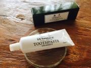 D.R.HARRIS の歯磨き粉